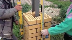 Кирпичные столбы 2.0 м. Кладка.